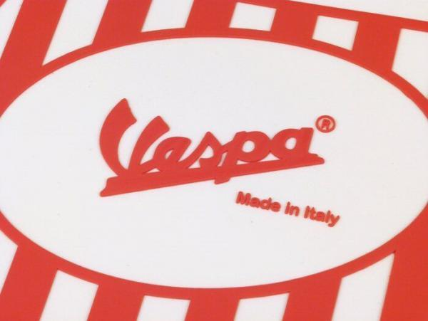 Roiskeläppä Vespa logolla, puna/valkoinen